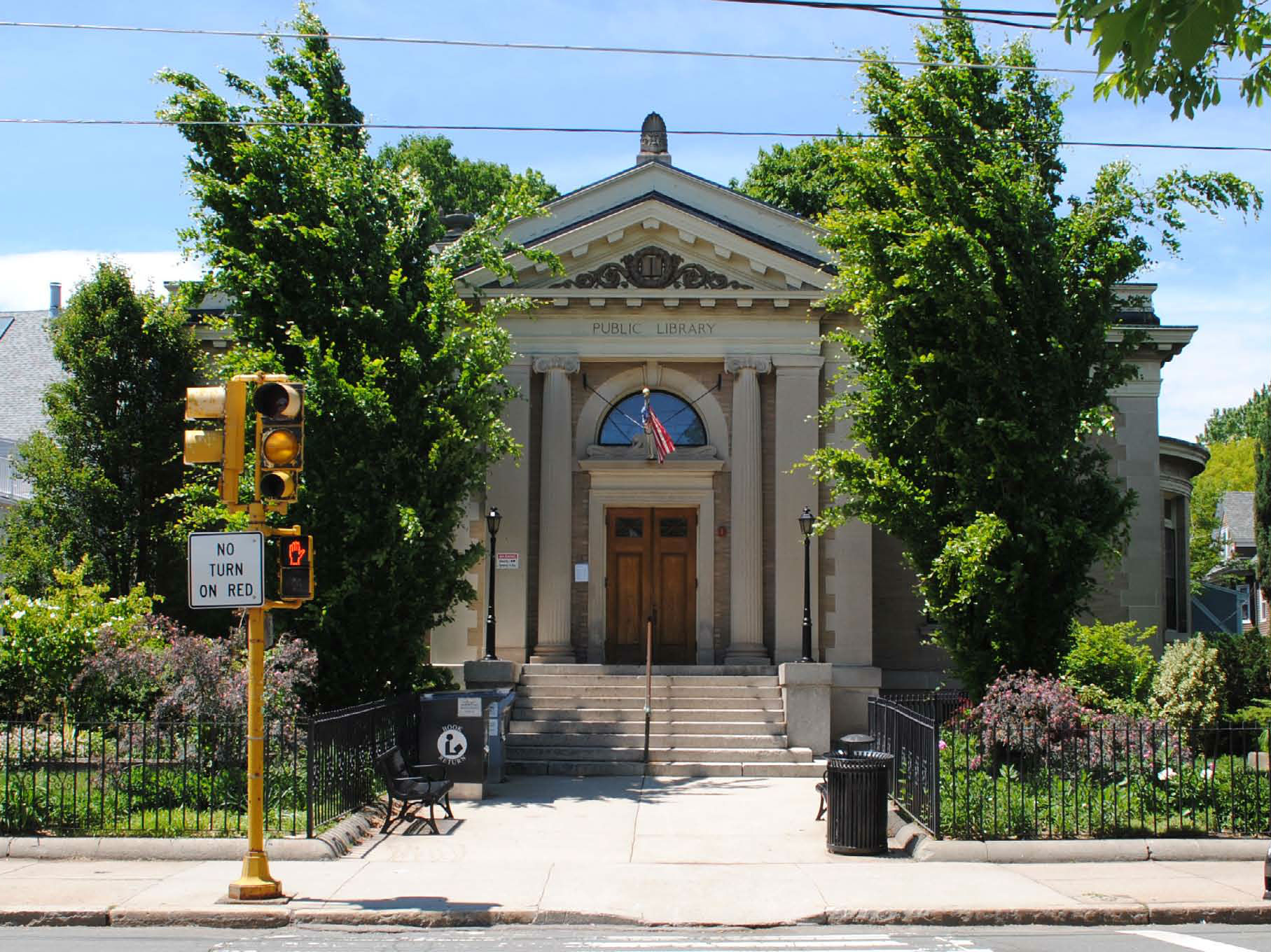 Image of the front of West Branch Library